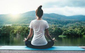 học thiền, tập yoga, tĩnh tâm trong hơi thở giúp giảm nguy cơ bị stress
