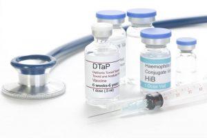 tuân thủ việc tiêm chủng vaccine để bảo vệ hệ miễn dịch