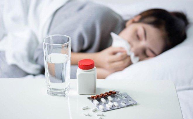 Uống kháng sinh sai cách gây nguy hiểm